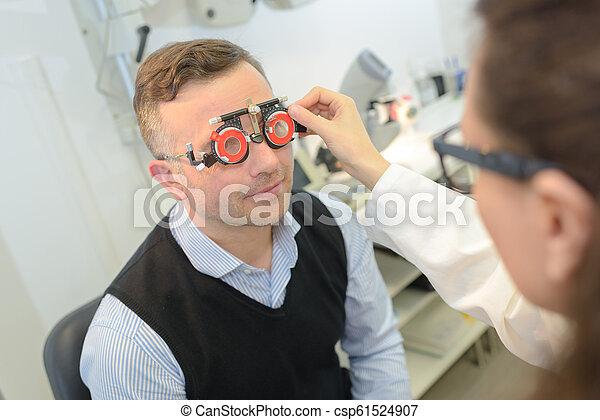 眼科医, 持つこと, 検査, 人 - csp61524907