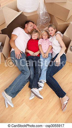 睡眠, 疲れた, 床, 家族, あること - csp3055917