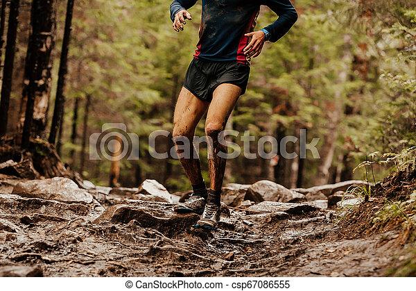 石, ランナー, 走っている男性, 汚い - csp67086555