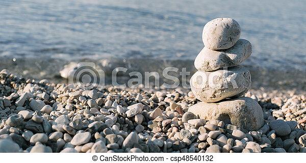 石, 青い背景, 上に, 山, 海, 小石 - csp48540132
