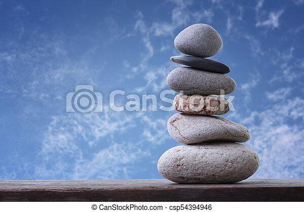 石, 青, ピラミッド, 積み重ねられた, 空, バックグラウンド。, バランス - csp54394946