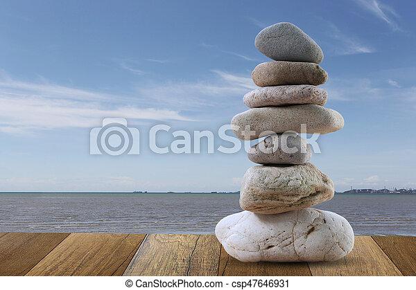 石, 青, ピラミッド, 積み重ねられた, 空, バックグラウンド。, 海, バランス - csp47646931