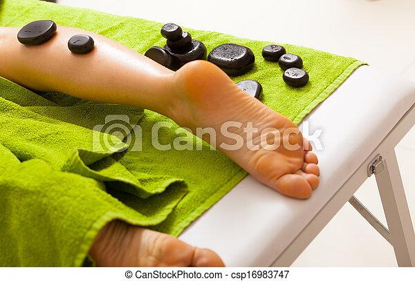 石, massage., relax., bodycare, 暑い, salon., 女性, エステ, 足, 持つこと - csp16983747