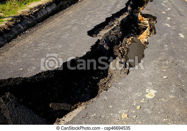 破壊された, 地すべり, 道 - csp46694535