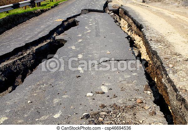 破壊された, 地すべり, 道 - csp46694536