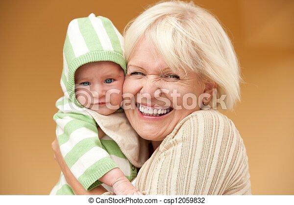 祖母, 彼女, 孫, 幸せ - csp12059832