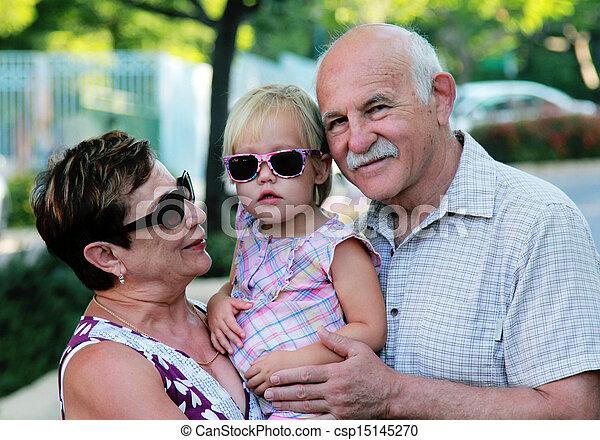 祖父母, 孫, 幸せ - csp15145270