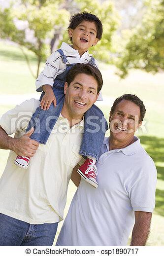 祖父, 成人, 孫, 息子 - csp1890717