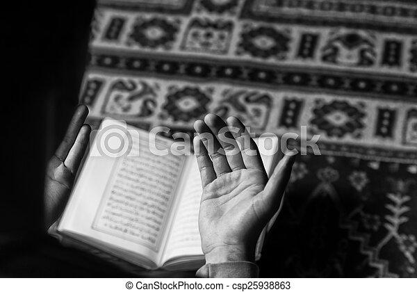 神聖, muslim, コーラン, イスラム教, 本, アラビア, 読書, 人 - csp25938863