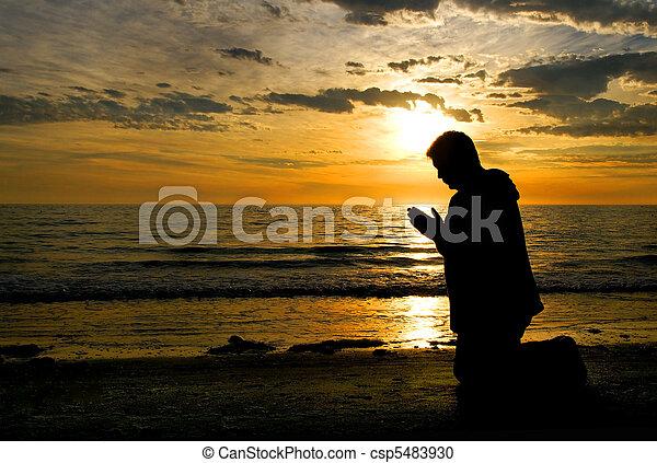 神, 祈ること - csp5483930