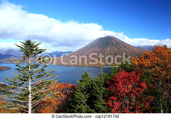 秋天, 山, 池塘 - csp12191742
