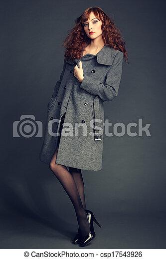 秋, コート, 女, 若い, 肖像画 - csp17543926