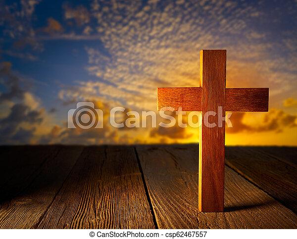 空, 木, キリスト教徒, 交差点, 日没 - csp62467557