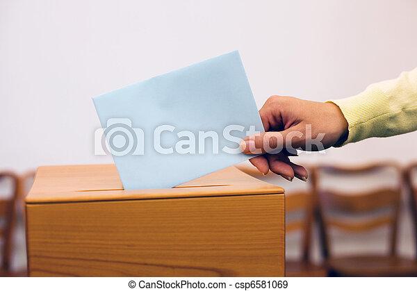 箱, 投票する, 投票, 選挙, 女性 - csp6581069