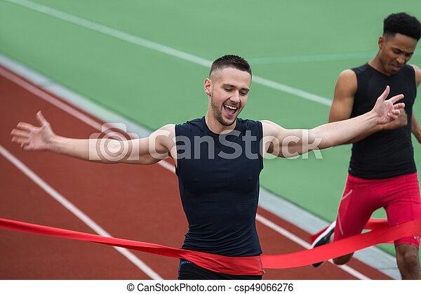 終わり, 運動選手, 若い, 朗らかである, 交差, 線, 人 - csp49066276