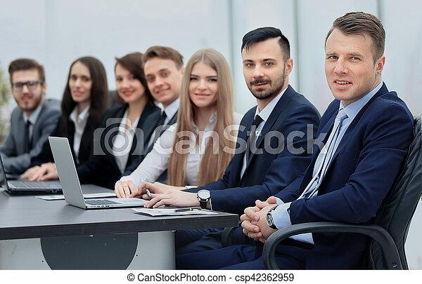 線, カメラ, 微笑, ビジネス チーム - csp42362959