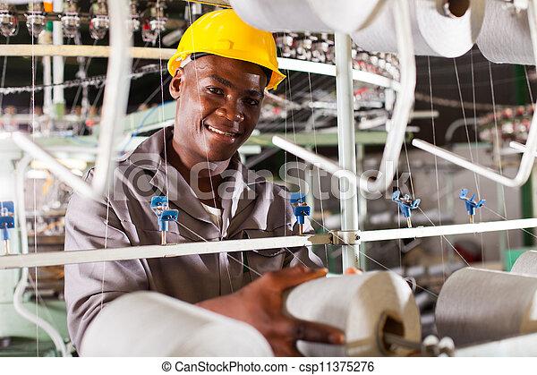 繊維工業, 労働者, 若い, アフリカ - csp11375276