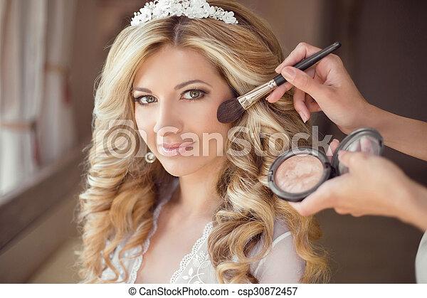 美しい女性, 巻き毛, 健康, 作り, 作りなさい, 構造, の上, 長い間, 若い, 毛, 花嫁, portrait., 結婚式, 流行, 微笑, hair., style., rouge. - csp30872457