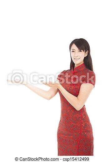美しい女性, 提示, 若い, アジア人, 何か - csp15412499