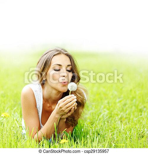 美しい女性, 若い, タンポポ - csp29135957