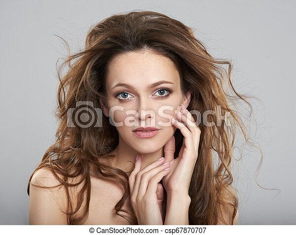 美しい女性, 若い, 長い髪, きれいにしなさい, 皮膚, 新たに - csp67870707