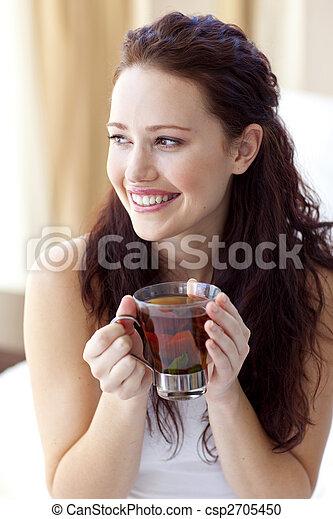 美しい, カップ, ベッド, 飲む茶, 女 - csp2705450