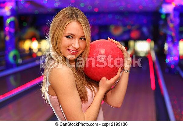 美しい, ボール, ブロンド, 立つ, クラブ, 抱擁, ボウリング, 女の子の微笑, 赤 - csp12193136