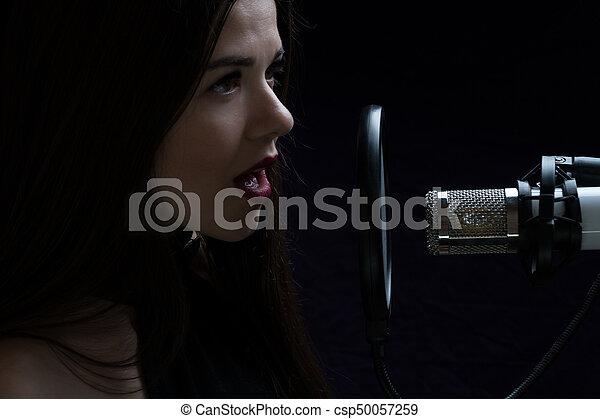 美しい, マイクロフォン, レコーディングスタジオ, 女の子, 歌うこと - csp50057259