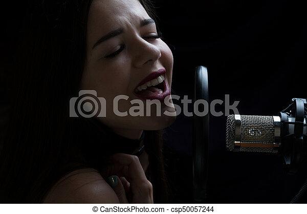 美しい, マイクロフォン, レコーディングスタジオ, 女の子, 歌うこと - csp50057244