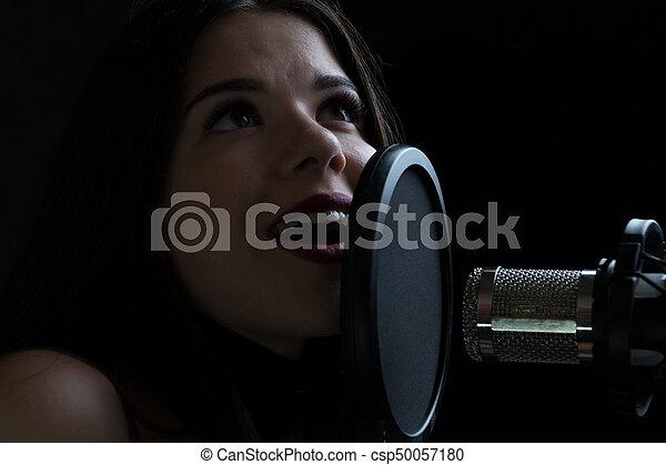 美しい, マイクロフォン, レコーディングスタジオ, 女の子, 歌うこと - csp50057180