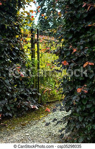 美しい, 両掛け, 古い, 庭の ゲート - csp35298035