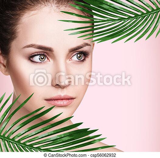 美しい, 完全, 女, leaves., やし, 皮膚 - csp56062932