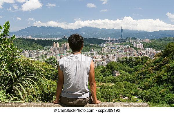美しい, 座りなさい, 遠くに, 腕時計, 都市の景観, 人 - csp2389192