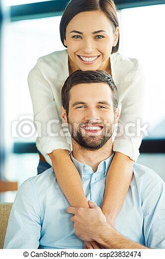 美しい, 恋人, 若い, 瞬間, 他, あらゆる, 一緒に。, それぞれ, 微笑, 楽しむ, 結び付き, 情事 - csp23832474