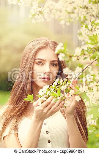 美しい, 春の花, 女性の 肖像画 - csp69964891