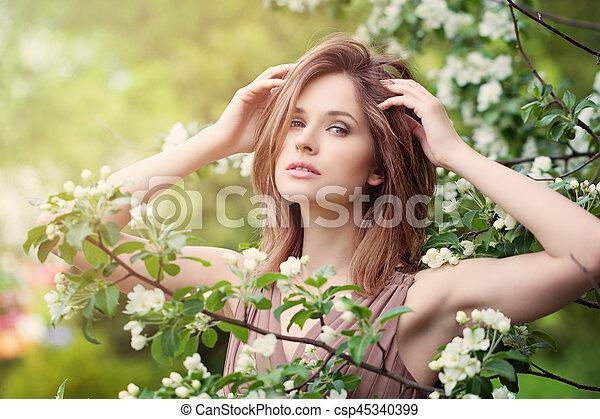 美しい, 春の花, 女, 日光 - csp45340399