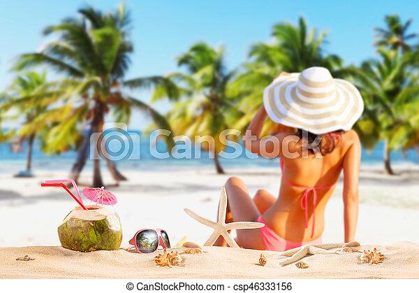美しい, 海岸, ビキニ, 女 - csp46333156