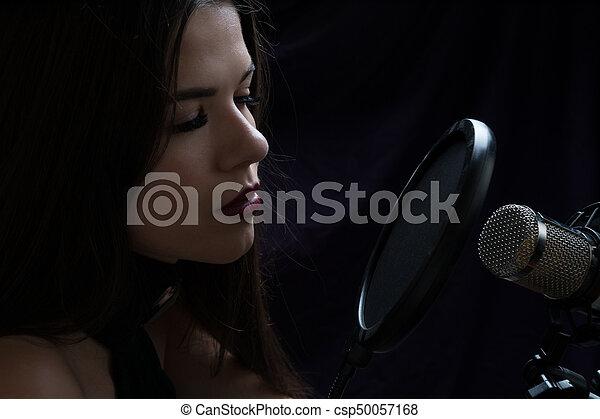 美しい, 録音, マイクロフォン, スタジオ, 女の子 - csp50057168