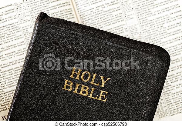 聖書, 古い, 上に, ぼんやりさせられた, 本, 開いた - csp52506798