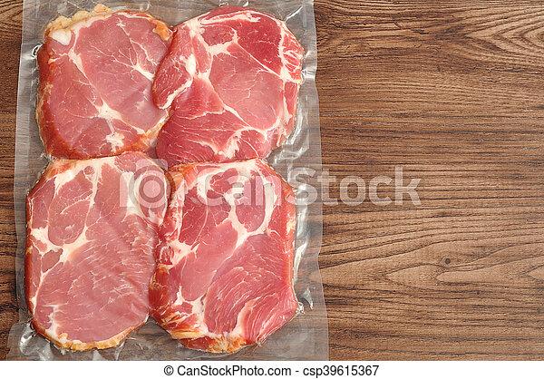 肉, 木製である, 示された, 背景, 真空が詰め込まれる - csp39615367