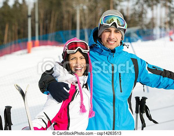 肖像画, スキーヤー, 半分長さ, 抱き合う, 高山 - csp14263513