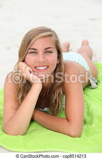 肖像画, 女, 浜, 若い - csp8514213