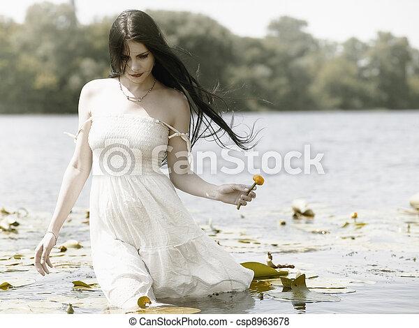 肖像, 浪漫, 女性, 在戶外 - csp8963678