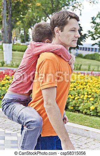 肩, 掛かること, 父, 息子 - csp58315056