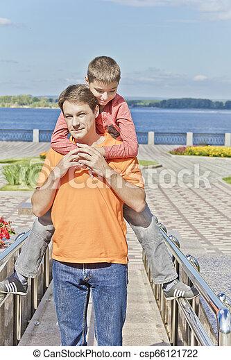 肩, 掛かること, 父, 息子 - csp66121722