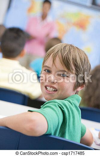 背景, クラス, 見る, カメラ, 学生, focus), (selective, 教師 - csp1717485