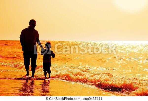 背景, 父, 息子, シルエット, 日没, 海 - csp9437441