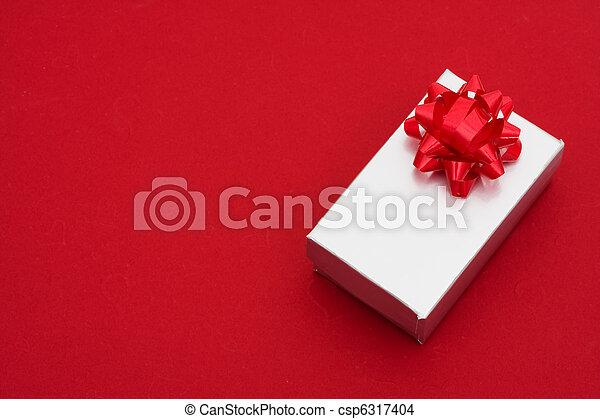 背景, 銀, 弓, 紅色, 禮物 - csp6317404