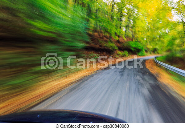 自動車, 速く運転, 森林 - csp30840080