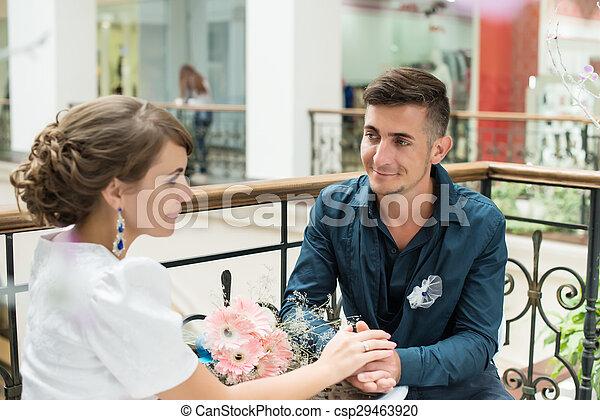花婿, 公園, 見る, 花嫁, カフェテーブル, 幸せ - csp29463920